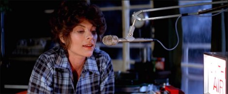 Stevie Wayne (Adrienne Barbeau)